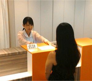 お会計 初診時には初診料1,000円(税込)が別途必要です。 ピルの価格について詳しくはこちらへ