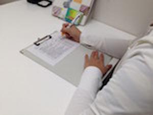 アンケートのご記入をお願いします。ご相談内容、あなたの健康やたばこの服用などに関するアンケートです。